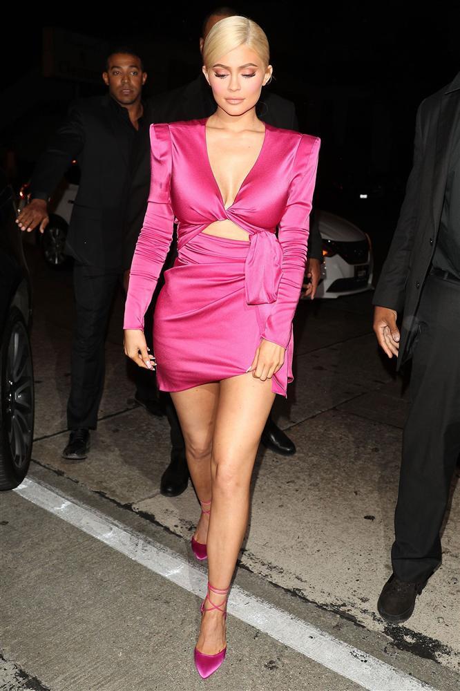 Chưa xong nghi vấn đạo nhạc, Min lại vướng lùm xùm mặc đồ nhái của nữ tỷ phú Kylie Jenner-3