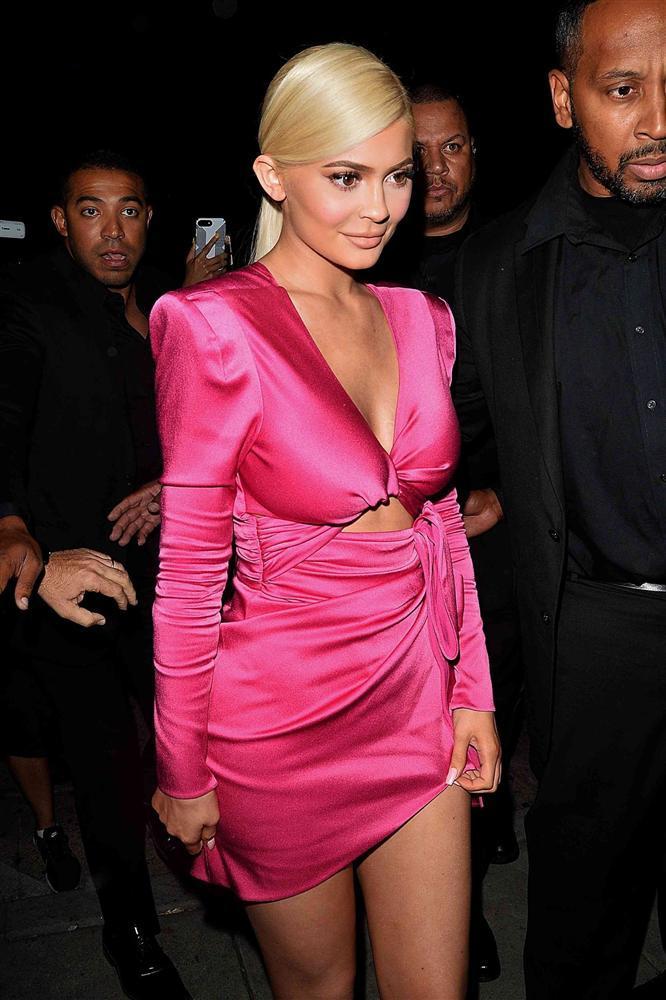 Chưa xong nghi vấn đạo nhạc, Min lại vướng lùm xùm mặc đồ nhái của nữ tỷ phú Kylie Jenner-4