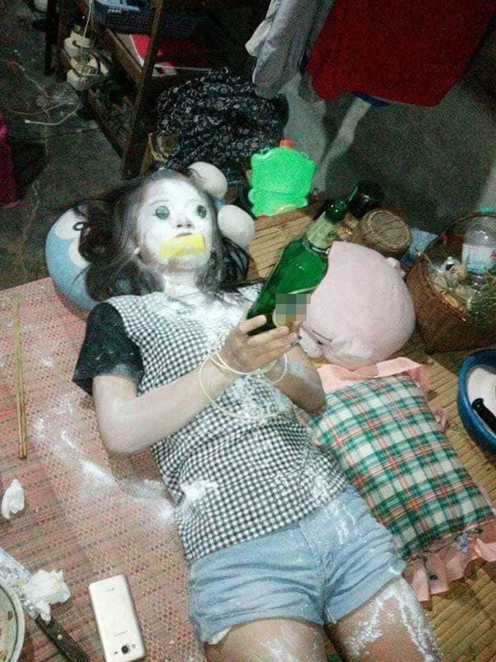 Hú hồn hú vía với nhóm bạn trẻ khỏa thân nằm la liệt trên nền nhà như vừa xảy ra một vụ án mạng kinh hoàng-5