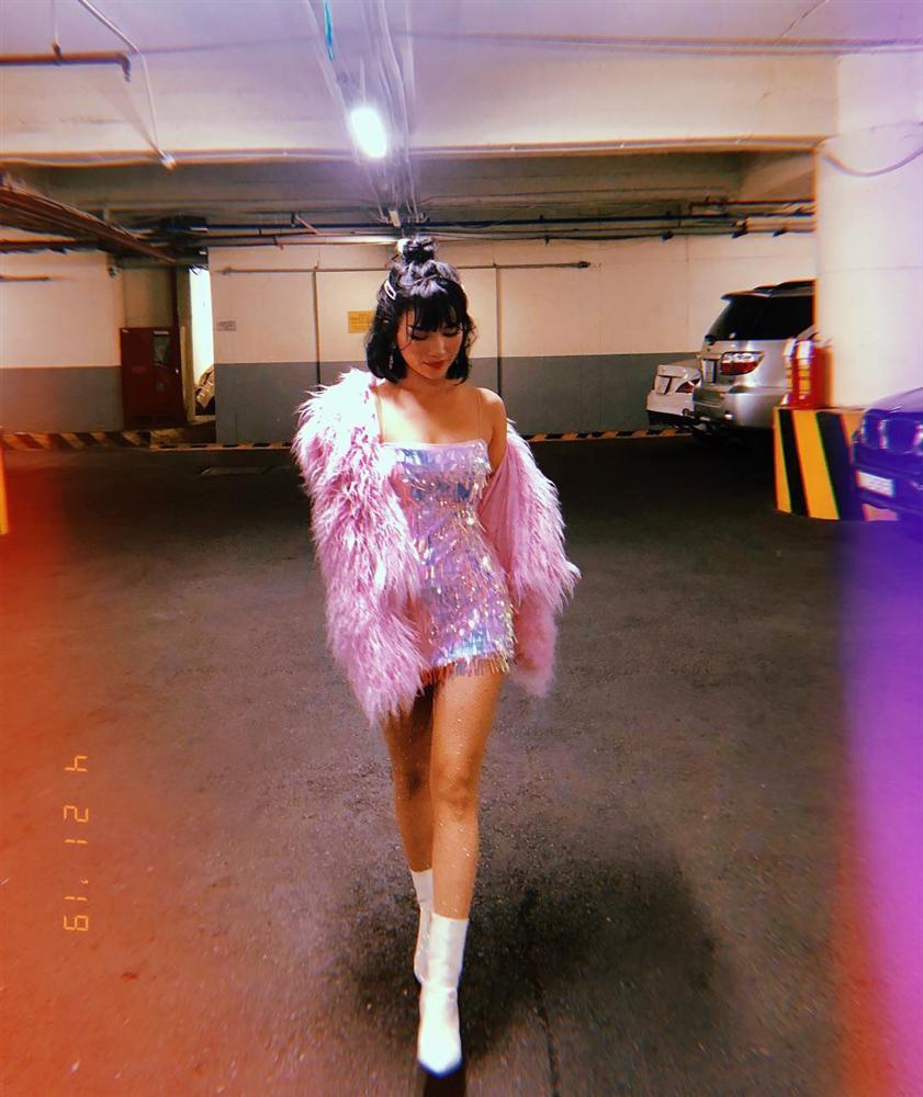 Châu Bùi trốn nóng ở Seoul - Chi Pu tăng nhiệt sàn diễn đường phố với đầm sequin lấp lánh-10