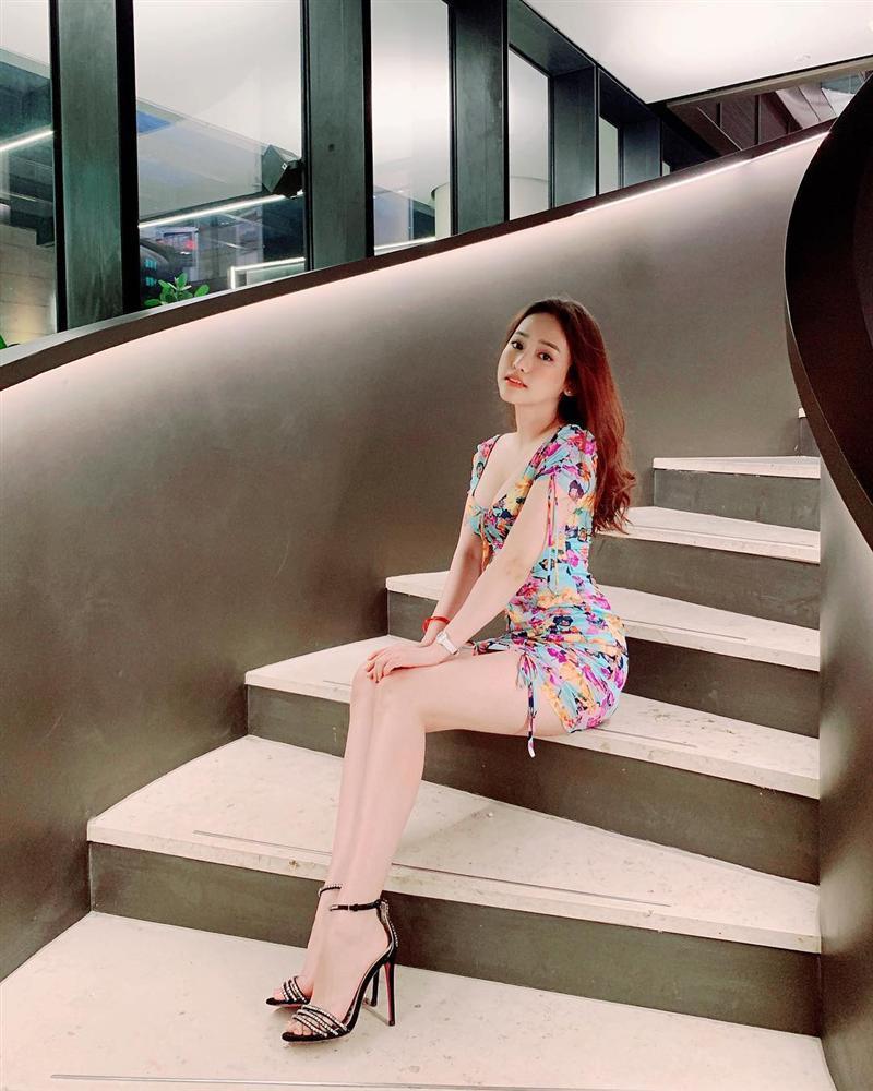 Châu Bùi trốn nóng ở Seoul - Chi Pu tăng nhiệt sàn diễn đường phố với đầm sequin lấp lánh-9
