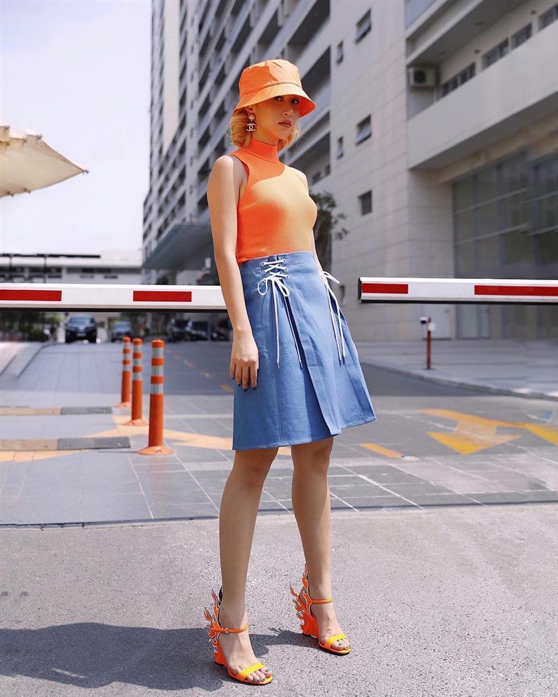 Châu Bùi trốn nóng ở Seoul - Chi Pu tăng nhiệt sàn diễn đường phố với đầm sequin lấp lánh-4