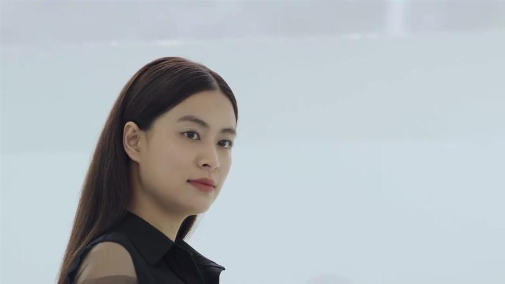 Hoàng Thùy Linh suýt được cầu hôn nhưng fans chỉ chú ý đến gương mặt tròn như cái đĩa-1