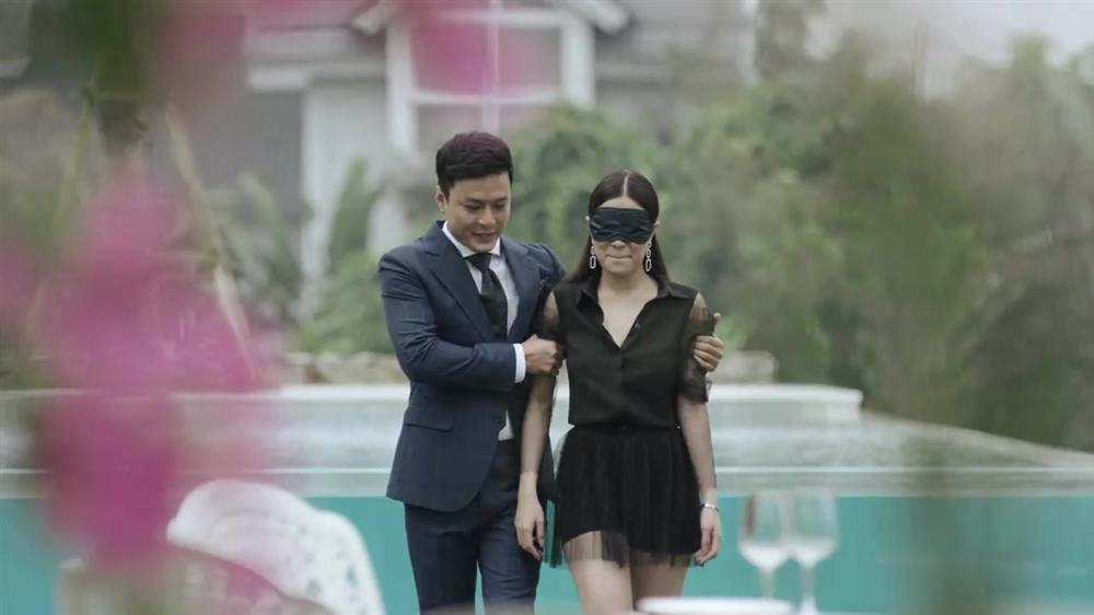 Hoàng Thùy Linh suýt được cầu hôn nhưng fans chỉ chú ý đến gương mặt tròn như cái đĩa-3