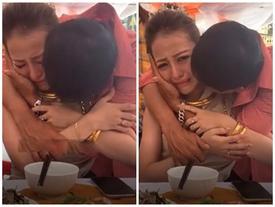 Ông bố xúc động khóc hết nước mắt tiễn 'con gái rượu' lấy chồng cách nhà 3km
