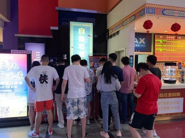Khách xếp hàng dài ở Trung Quốc để xem chiếu sớm Avengers: Endgame, suất phim bắt đầu lúc 0h vẫn đông kín-5