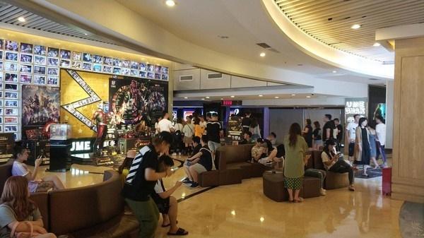 Khách xếp hàng dài ở Trung Quốc để xem chiếu sớm Avengers: Endgame, suất phim bắt đầu lúc 0h vẫn đông kín-7