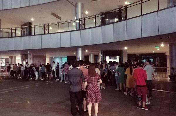 Khách xếp hàng dài ở Trung Quốc để xem chiếu sớm Avengers: Endgame, suất phim bắt đầu lúc 0h vẫn đông kín-8