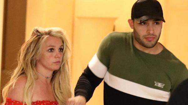 Nghi vấn Britney Spears bị kiểm soát bởi chính cha ruột-1