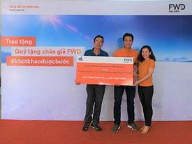 Bảo hiểm FWD trao Quỹ tặng chân giả cho người khuyết tật
