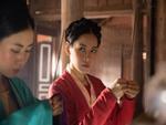 Thay Chi Pu vào vai Cám trong MV mới, Lan Khuê suýt khiến vua ngất với biểu cảm không thể hài hơn-16