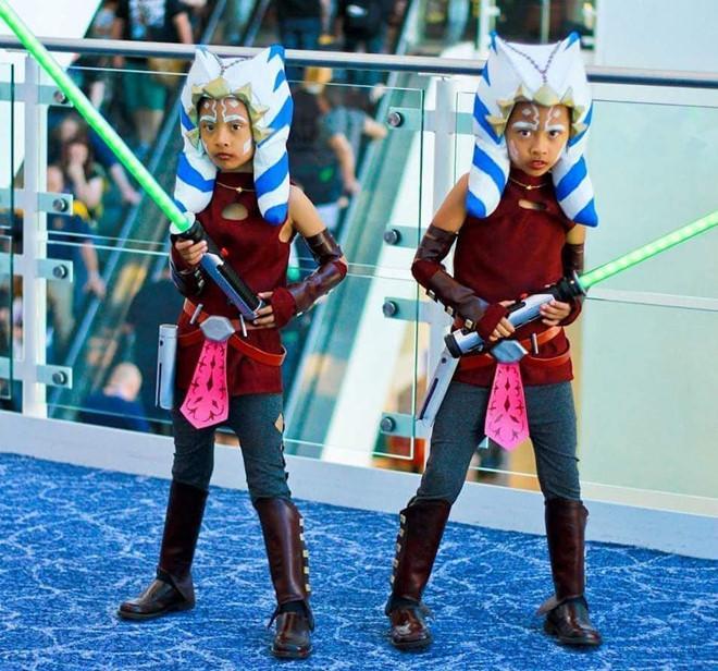 Cặp song sinh 11 tuổi nổi tiếng với khả năng cosplay y như thật-5