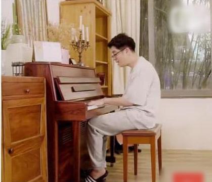Giản dị như Bùi Anh Tuấn: Chỉ một đôi dép lê, trên áo phông - dưới quần đùi mà tung tăng đi khắp thế giới-3