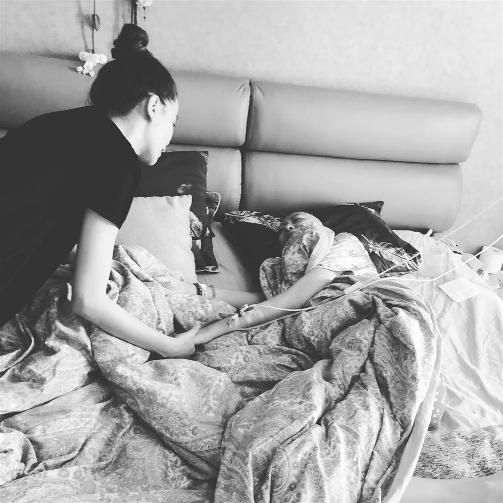 Cái nắm tay rất chặt của Hồ Ngọc Hà và câu chuyện tình bạn xúc động trước khi người mẫu Như Hương qua đời-4
