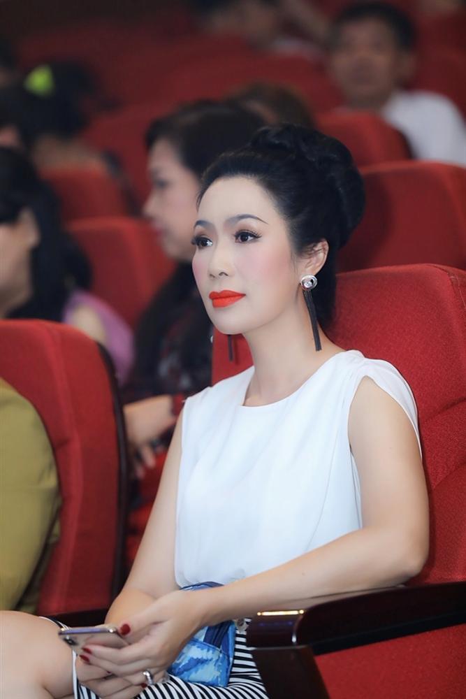 Á hậu Việt Nam Trịnh Kim Chi thừa nhận kinh doanh lỗ vốn và bị người khác chửi khùng-4