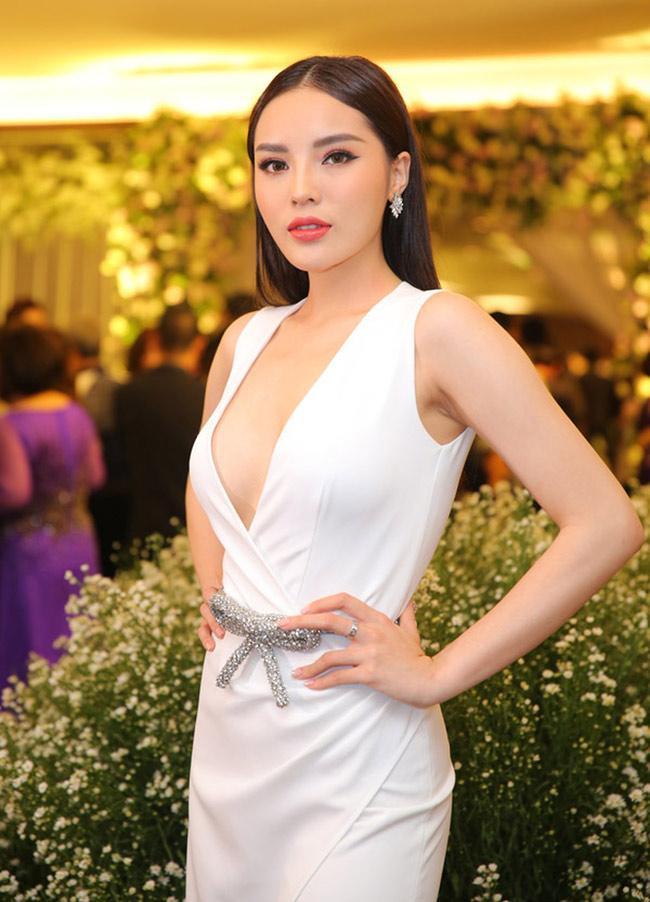 Vừa hết nhiệm kỳ, các Hoa hậu, Á hậu Việt Nam rũ bỏ kín đáo, trở nên sexy mê hồn-15