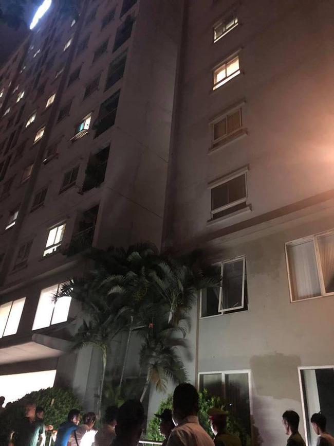Hà Nội: Bố mẹ vắng nhà, bé gái 4 tuổi rơi từ tầng 12 chung cư xuống đất tử vong-1