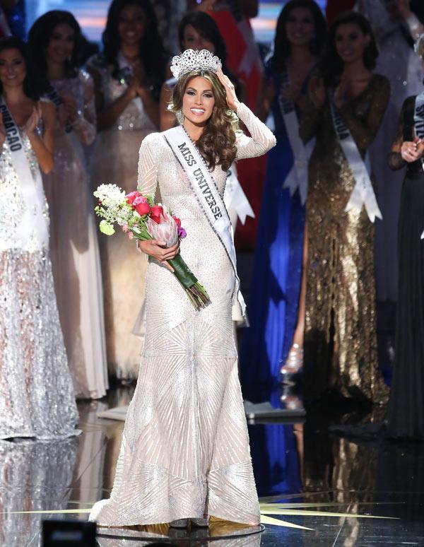 Đồi mồi phủ kín mặt - ngực - lưng nhưng cách Hoa hậu Hoàn vũ 2013 yêu thương bản thân khiến ai nấy đều ngưỡng mộ-1