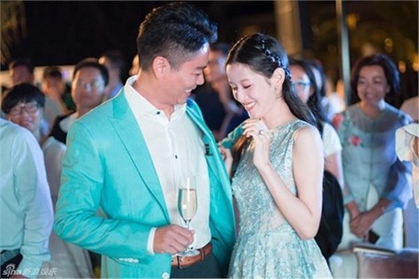 Cuộc sống của hot girl trà sữa Trung Quốc: Xa hoa nhưng tủi nhục vì lấy đại gia-6