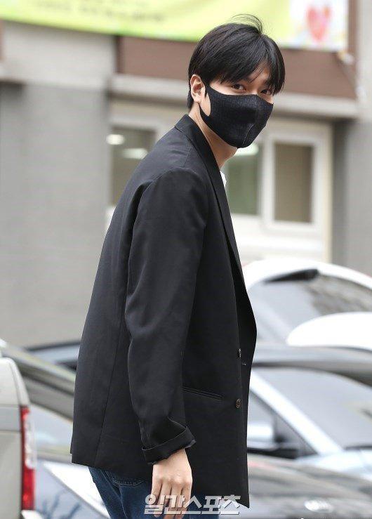 Kim Tan Lee Min Ho xuất ngũ, fan đứng chật kín hai bên đường mừng thần tượng comeback-1