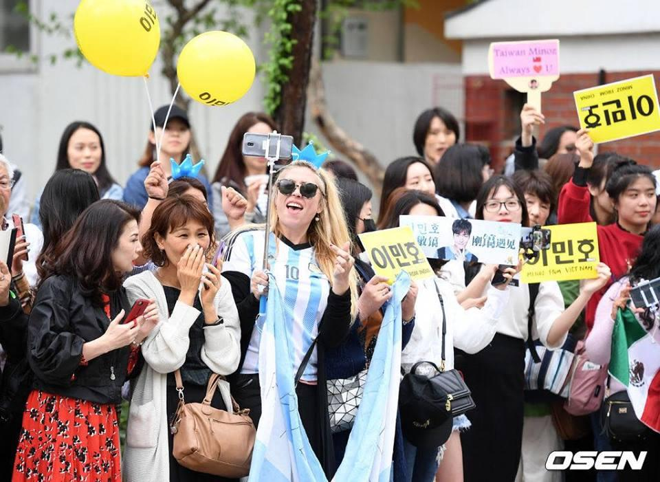 Kim Tan Lee Min Ho xuất ngũ, fan đứng chật kín hai bên đường mừng thần tượng comeback-10