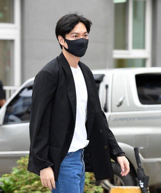 Kim Tan Lee Min Ho xuất ngũ, fan đứng chật kín hai bên đường mừng thần tượng comeback-2