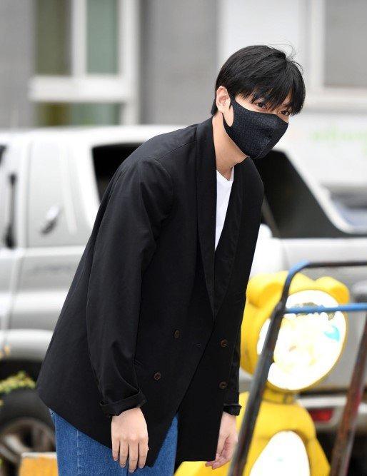 Kim Tan Lee Min Ho xuất ngũ, fan đứng chật kín hai bên đường mừng thần tượng comeback-3
