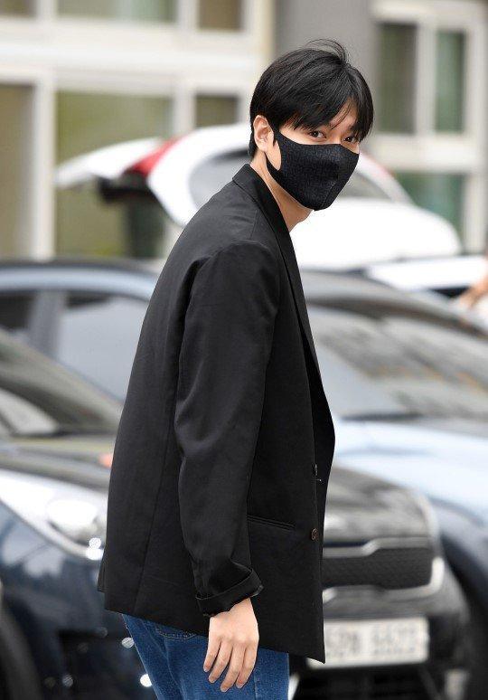 Kim Tan Lee Min Ho xuất ngũ, fan đứng chật kín hai bên đường mừng thần tượng comeback-4