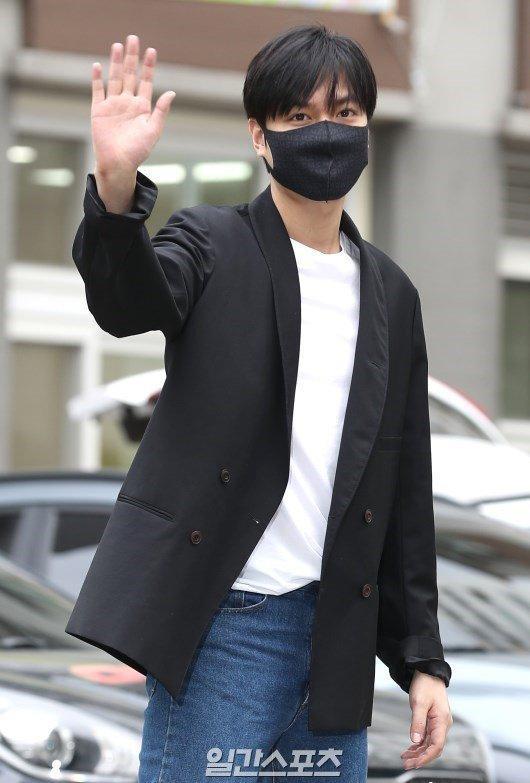 Kim Tan Lee Min Ho xuất ngũ, fan đứng chật kín hai bên đường mừng thần tượng comeback-5