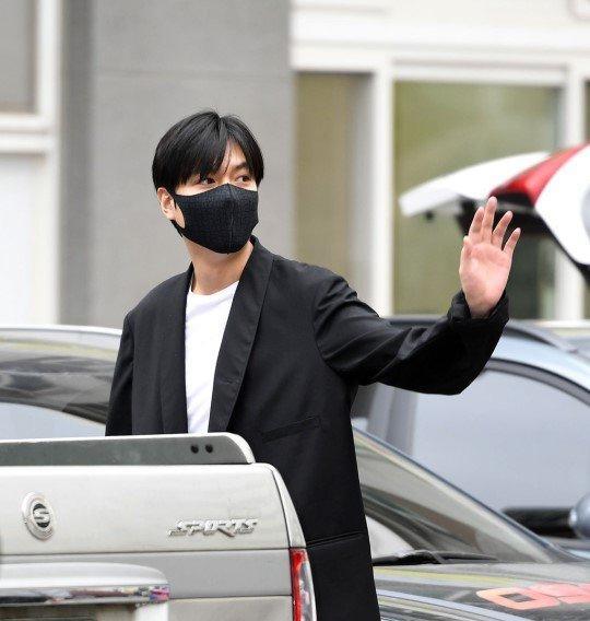 Kim Tan Lee Min Ho xuất ngũ, fan đứng chật kín hai bên đường mừng thần tượng comeback-6