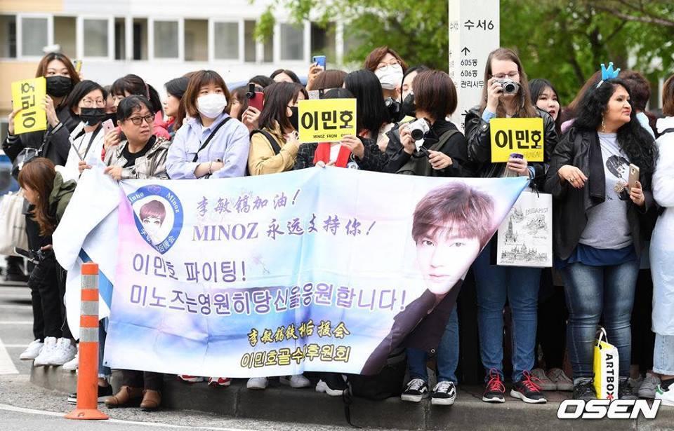 Kim Tan Lee Min Ho xuất ngũ, fan đứng chật kín hai bên đường mừng thần tượng comeback-9