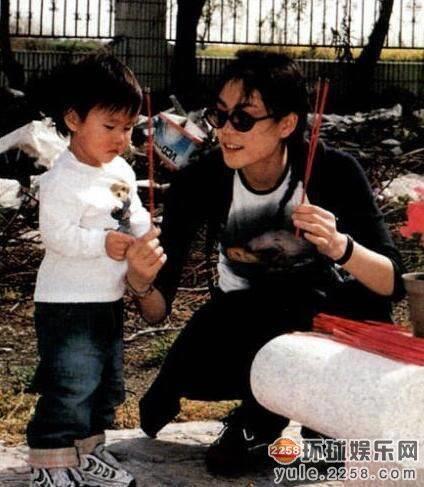 Hai con gái Vương Phi bỏ học, công khai đồng tính và sống đời sang chảnh-2