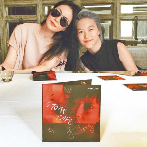 Hai con gái Vương Phi bỏ học, công khai đồng tính và sống đời sang chảnh-3