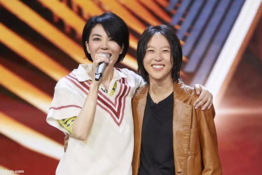 Hai con gái Vương Phi bỏ học, công khai đồng tính và sống đời sang chảnh-4