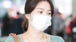 Song Hye Kyo để mặt mộc và bịt khẩu trang nhưng vẫn đẹp hút hồn tại sân bay