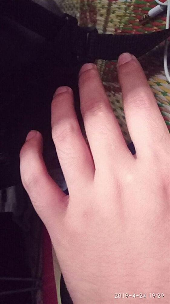 Thử sơn móng cho bạn trai, cô gái phát điên khi thấy chân tay người ấy thon thả hơn mình-6