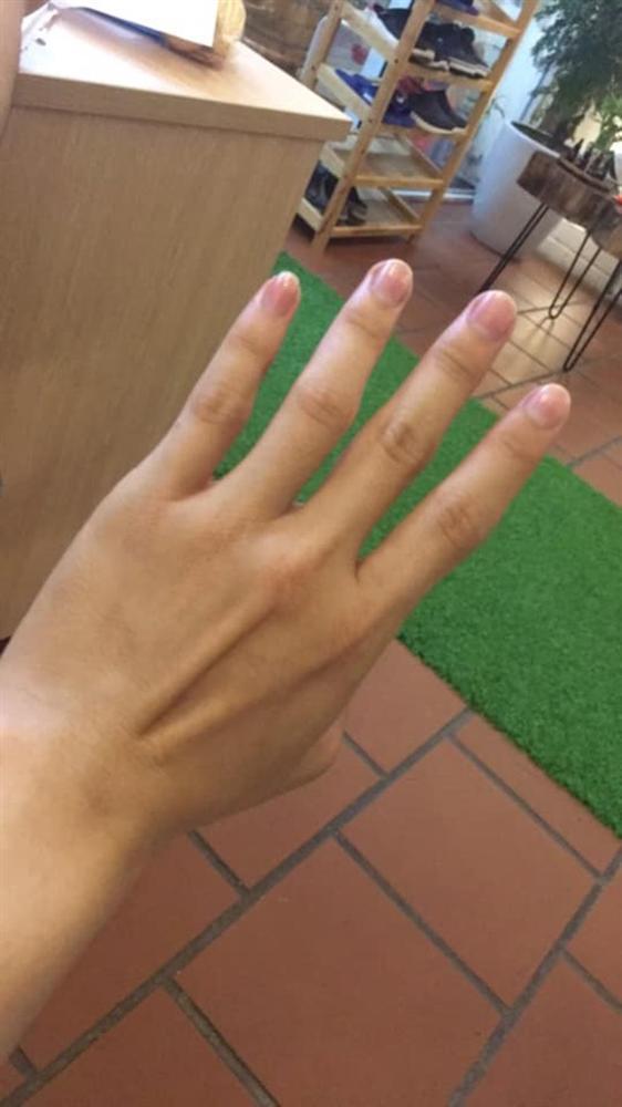 Thử sơn móng cho bạn trai, cô gái phát điên khi thấy chân tay người ấy thon thả hơn mình-8