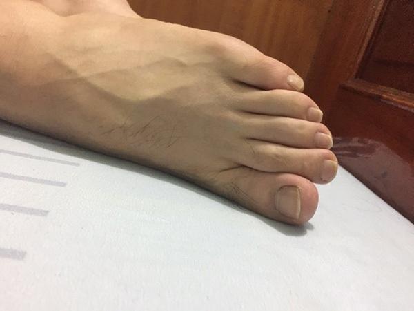 Thử sơn móng cho bạn trai, cô gái phát điên khi thấy chân tay người ấy thon thả hơn mình-10