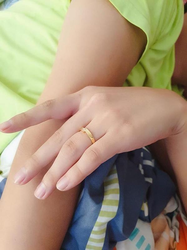 Thử sơn móng cho bạn trai, cô gái phát điên khi thấy chân tay người ấy thon thả hơn mình-11