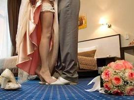 Hai tháng sau khi kết hôn, cặp đôi buộc phải ly hôn vì mẹ cô gái tiết lộ sự thật ngỡ ngàng