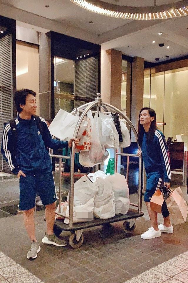 Đi lưu diễn mà shopping như đi buôn, BB Trần bất ngờ bị giữ lại Úc vì lý do chẳng ai ngờ-4