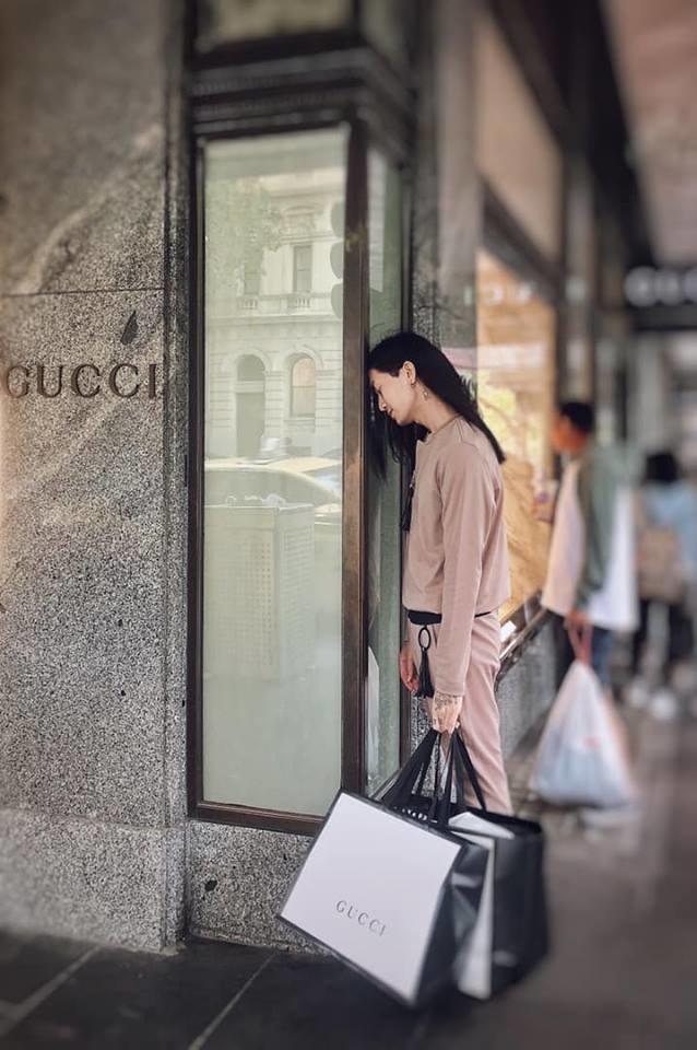 Đi lưu diễn mà shopping như đi buôn, BB Trần bất ngờ bị giữ lại Úc vì lý do chẳng ai ngờ-6