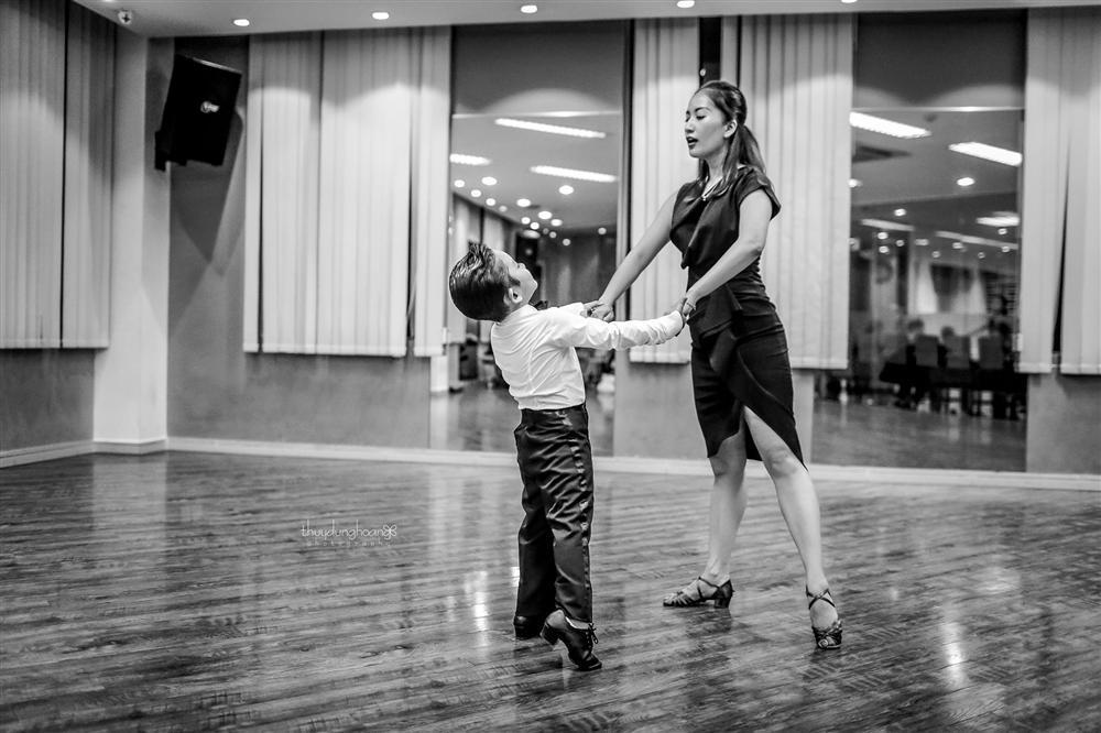 Lên đồ vũ công cực chất, con trai Khánh Thi khiến dân mạng trầm trồ: Kiện tướng tương lai là đây chứ đâu-7