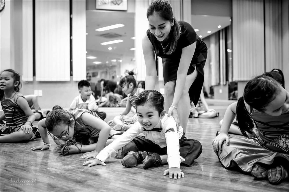 Lên đồ vũ công cực chất, con trai Khánh Thi khiến dân mạng trầm trồ: Kiện tướng tương lai là đây chứ đâu-9
