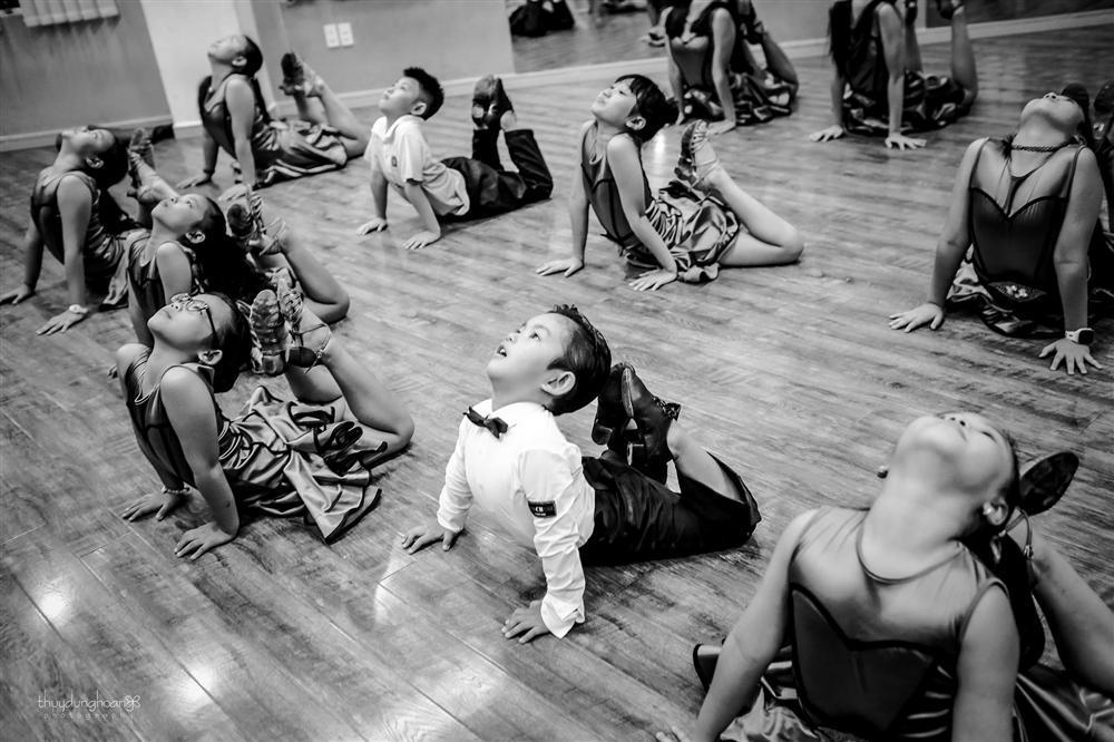 Lên đồ vũ công cực chất, con trai Khánh Thi khiến dân mạng trầm trồ: Kiện tướng tương lai là đây chứ đâu-10