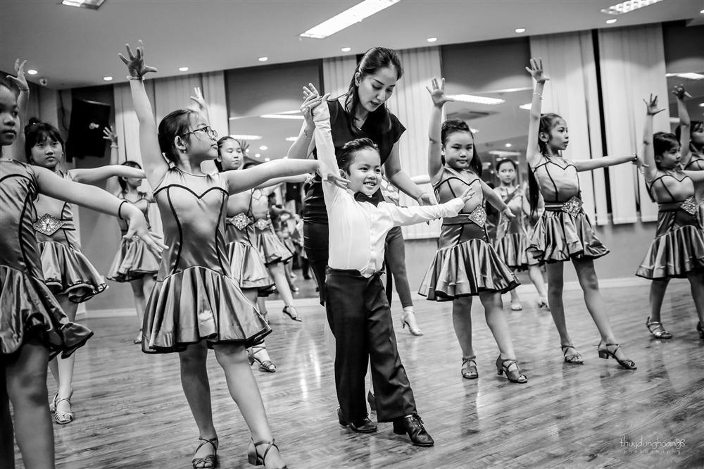 Lên đồ vũ công cực chất, con trai Khánh Thi khiến dân mạng trầm trồ: Kiện tướng tương lai là đây chứ đâu-11