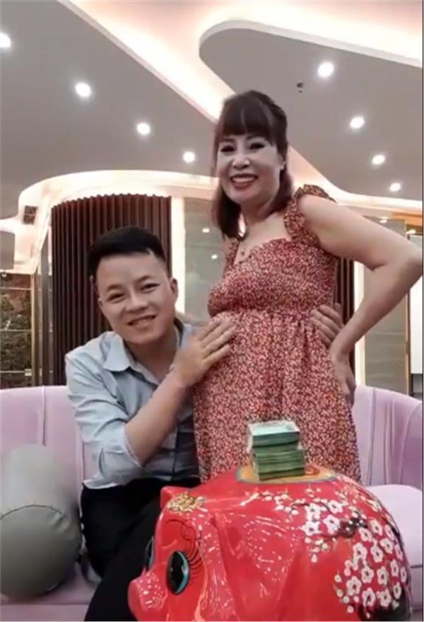 Hé lộ hình ảnh mới nhất bóc trần chuyện cô dâu 62 tuổi ở Cao Bằng đang mang thai chỉ là trò diễn tuồng-1