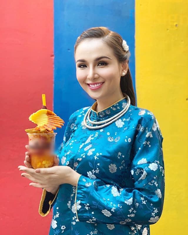 Hoa hậu Diễm Hương làm lố khi mặc áo dài và trang điểm lồng lộn để phục vụ sinh tố-1