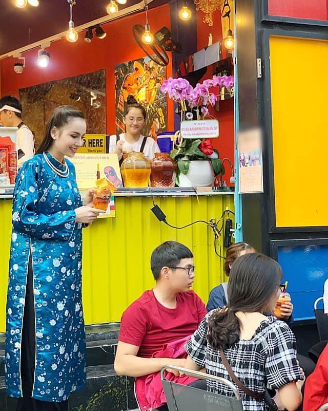 Hoa hậu Diễm Hương làm lố khi mặc áo dài và trang điểm lồng lộn để phục vụ sinh tố-3