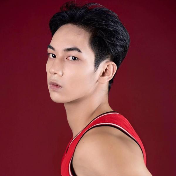 Xuất hiện 'lấp ló' gần… 2 giây, chàng người hầu trong MV mới của Chi Pu được cư dân mạng ráo riết tìm info-4